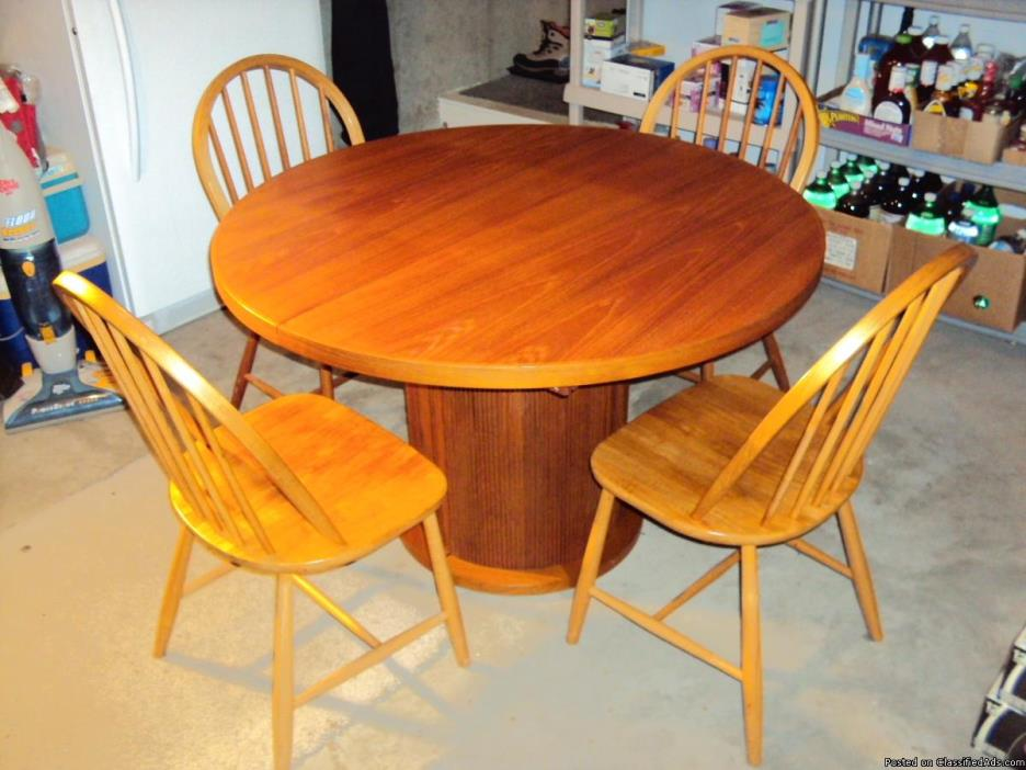 Danish-Windsor-Chairs and table