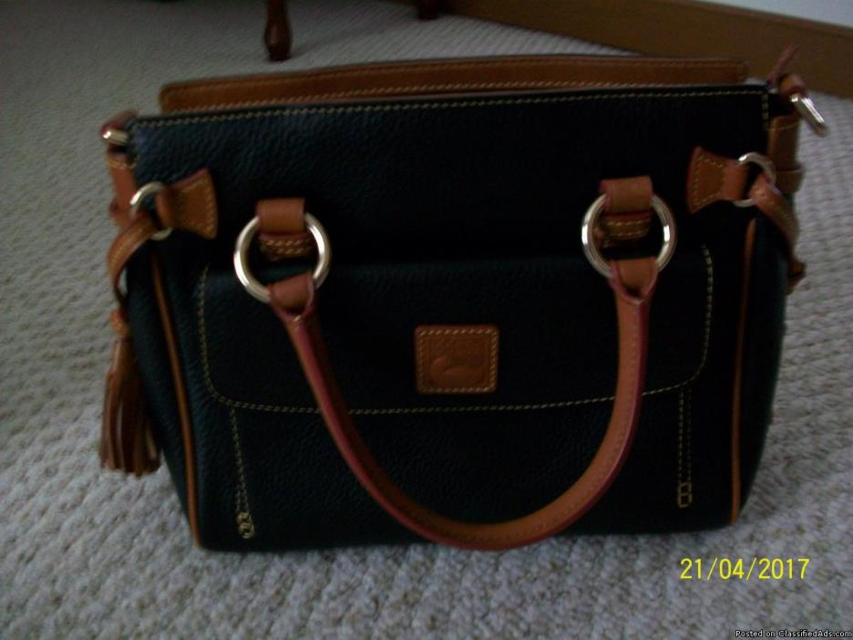 DOONEY & BOURKE HANDBAG WITH ACCESSORIES