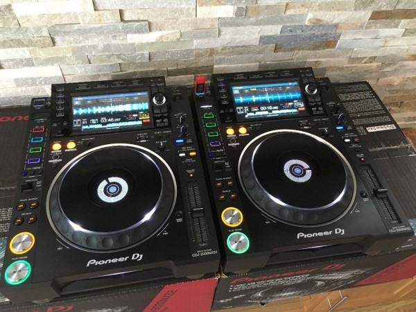 For sale 2x Pioneer CDJ-2000 Nexus plus 1 DJM-900 Nexus mixer