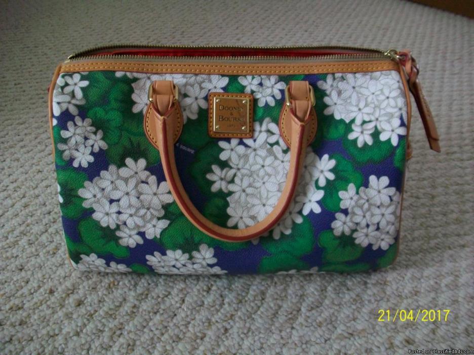 NEW Dooney and Bourke handbag with accessories