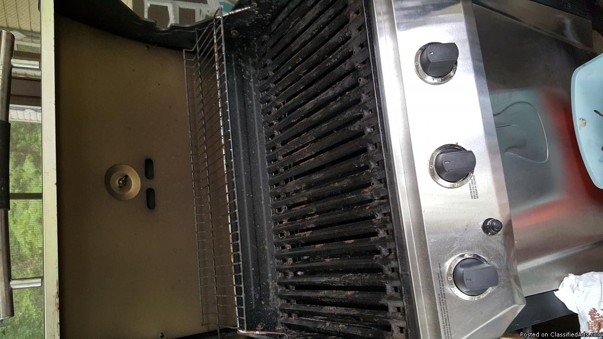 Gas Grill ready for summer cook outs
