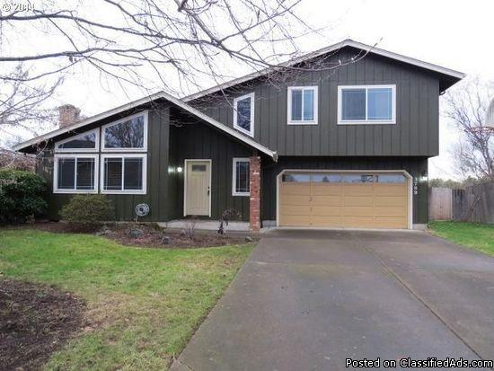 3 beds 2.5 baths home for rent in Eugene, OR 97402