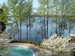 Room for Rent at Waterfront Condo- All Inclusive (Lake Norman/ Davidson)