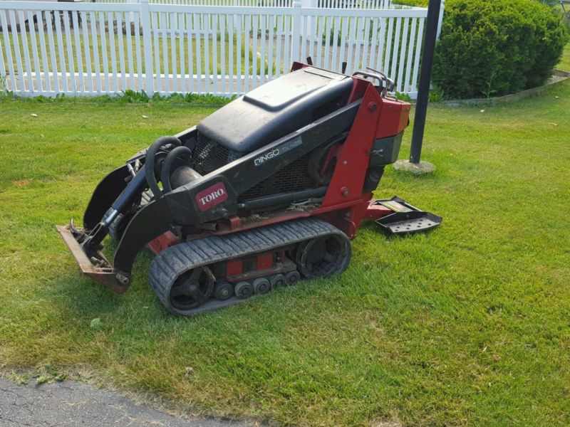 Toro dingo 425 wide track mini skid steer.