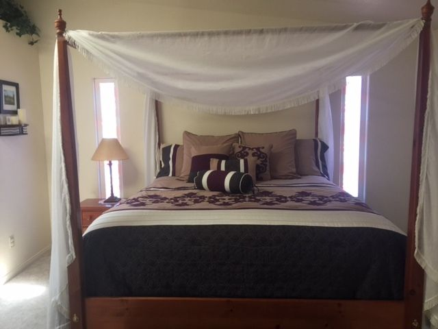 Like New Bedroom Set in Great Condition