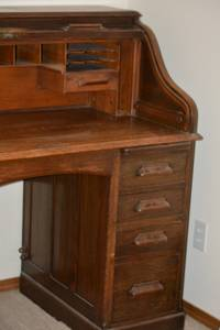 Antique Solid Oak RollTop Desk (Renton)
