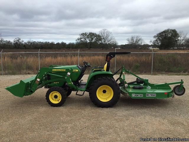 2014 John Deere 3038E Tractor