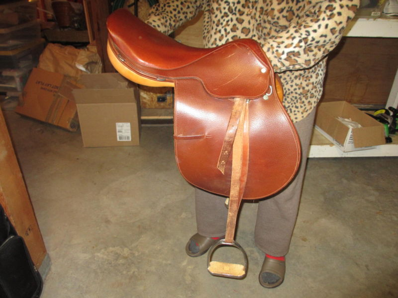 English jump saddle in excellent condition