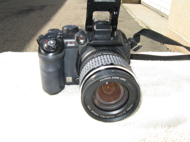 Fujifilm Finepix S9000 9MP digital SLR camera.