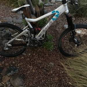 Giant Glory Downhill Mountain Bike (Henderson)
