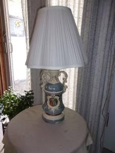 George & Martha Washington Lamp (NW Austin)