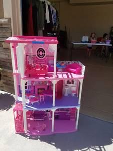 Barbie Dream House (CHEYENNE)