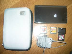 Nintendo DS i XL Black w/ 3 Games & Charger and Charger (east columbus)
