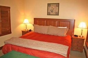 Furnished Room w/personal BA Available Now @@ (=Milwaukee)