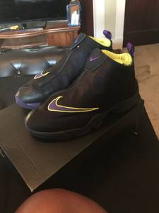 Nike the gloves size 12 (Cleveland)