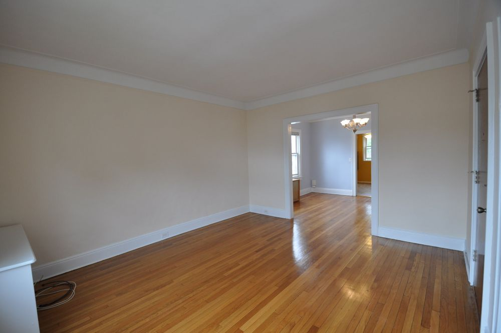 Three BR with dining room for rent in Whitestone.