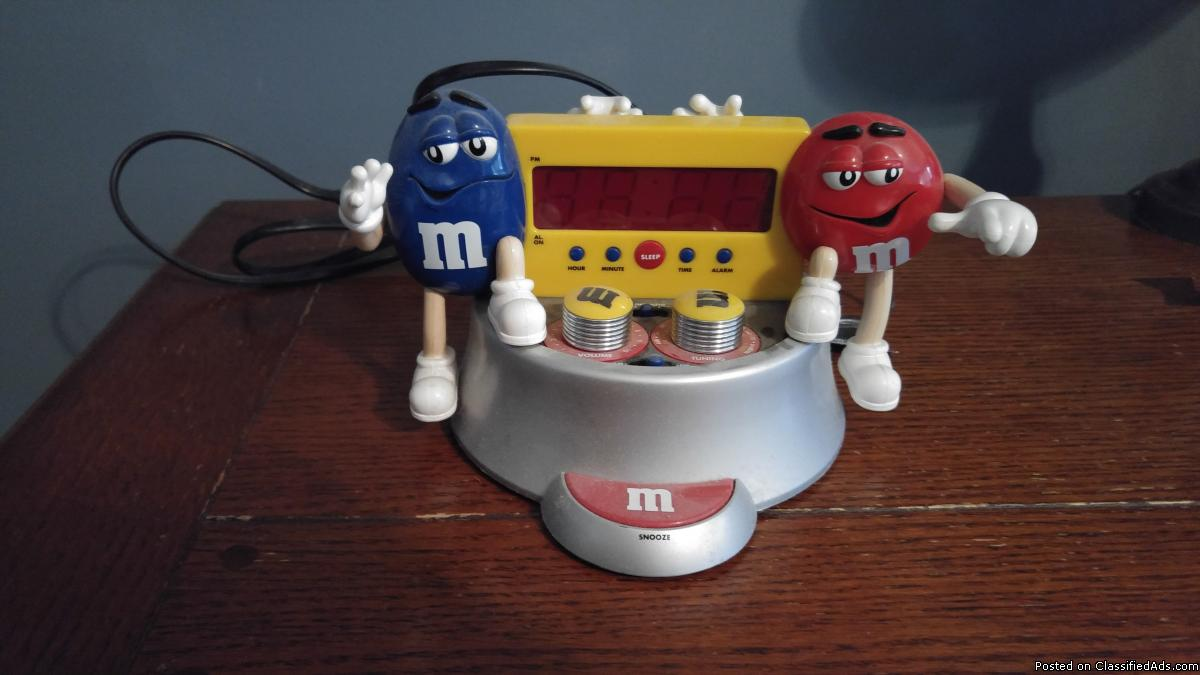 M and M alarm clock-radio-Collectible