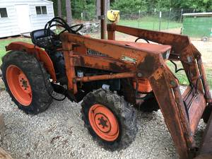 25hp kubota tractor 4x4 with loader (Paragould)