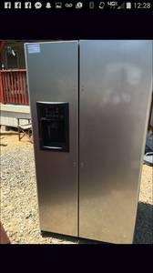 Stainless and Black NICE Refrigerator (Olivehurst)