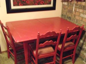Vintage red table and 4 chairs (Arlington)