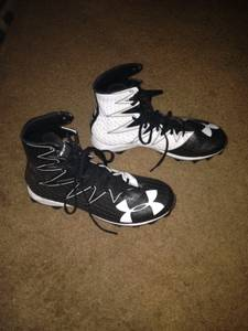 Under Armour Football Shoes 9.5 (Richfield)