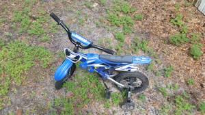 Kids bike with traiNing wheels (Crawfordville)