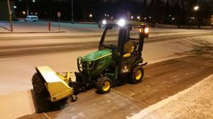 2015 John Deere 1025R With Cab and Attachments (Fargo)