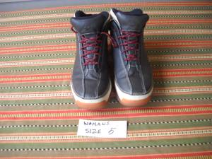 Timberland shoes size 5 (New Albany)