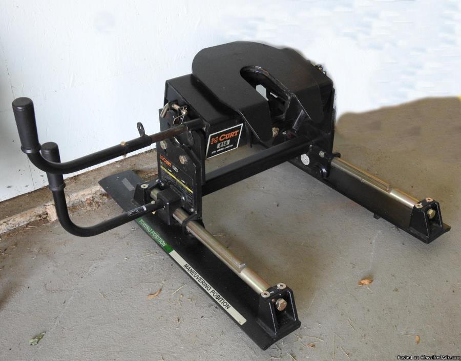 Curt 16K 5th Wheel Roller Hitch (manual slider)