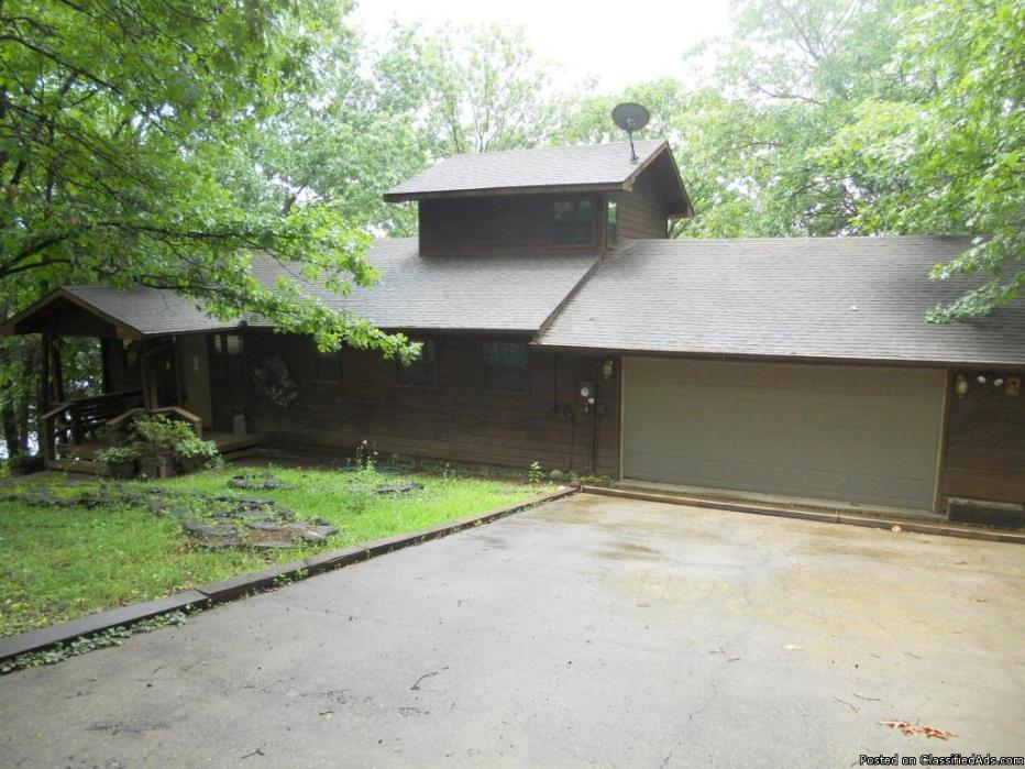 Table Rock Lake Front Cabin-Slip Available!