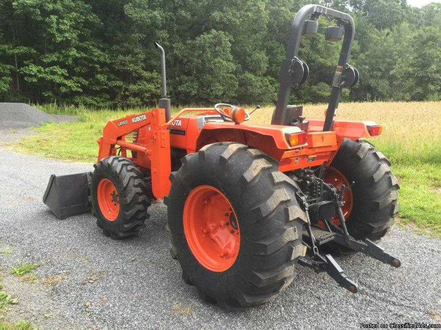 Kubota M4900 4x4 tractor for only 3700
