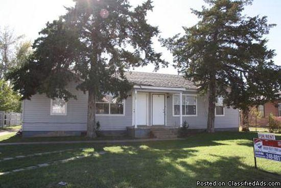 Very nice 2 Bedroom, 1 Bath duplex in Central Lawton.